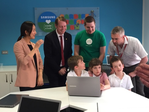 Pictured left to right: Partnership Manager for Samsung, Jessie Soohyun Park, Craig Thomas - Code Club Wales Coordinator and Graeme Jones, a Teacher from Y Bont Faen Primary with three of his pupils